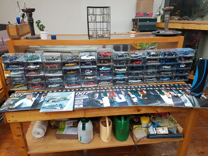 Fabbri James Bond - Scale 1/43 - Lot with 55 James bond film cars