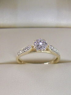 Diamond flower ring 585 gold without reserve price.