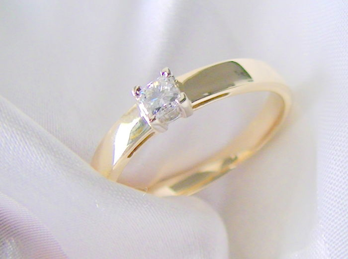 Princess cut, W–SI, 0.25 ct, solitaire ring in 585 gold with jewellery fit - Size: 66-21