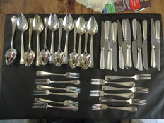 Haags Lofje. Van Kempen and Begeer, cutlery for 12. Heavily silver plated.