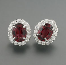 A pair of brilliant tourmaline stud earrings 5.44 ct in total, 750 white gold - ear head size: approx. 13 x 11 mm