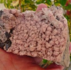 Rhodochrosite and quartz - 105 x 77 x 48 mm - 357 g