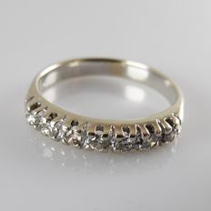18 kt cream-white gold ring with 0.21 ct brilliant cut diamonds - ring size: 15 mm (47)