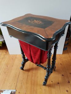 Walnut Willem III sewing table - the Netherlands - circa 1880