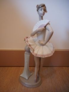 Porcelain Lladro - in point No. 6371 - Collection: Danse
