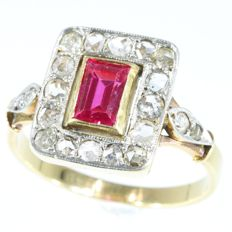 Art Deco Verneuil Ruby and diamond bicolour gold ring, anno 1930