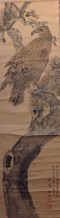 Scroll painting of an eagle on a pine tree. Signed with 春峰 (Shunpo) – Japan – end of the 20th century