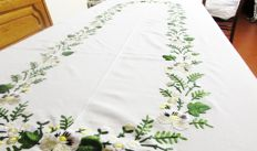 Exquisite tablecloth with delicate floral embroidery and hems, embroidered entirely by hand