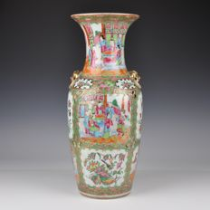 A Chinese Porcelain Canton Famille Rose Vase - China - circa 1870