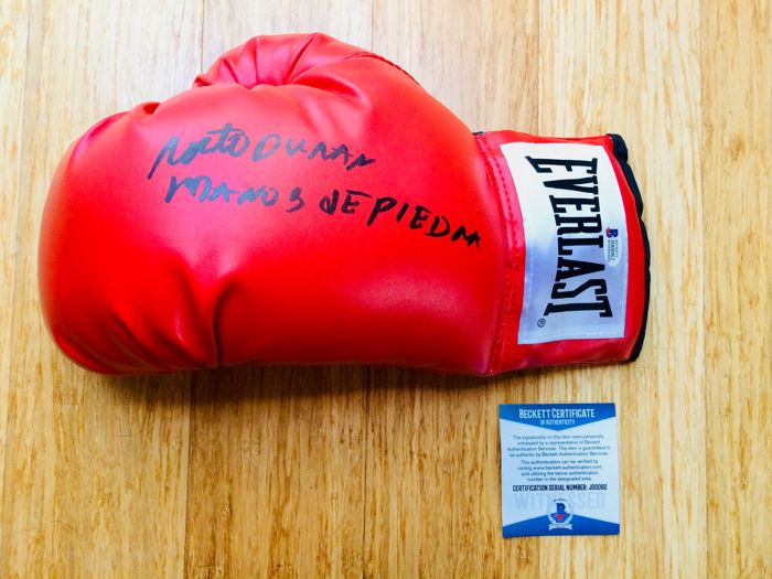 Roberto Duran /  Original Signed Everlast Red Boxing Glove - with Certificate of Authenticity Beckett
