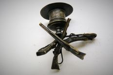Special Art deco candlestick, decorated with 3 guns, a horse foot and lasso