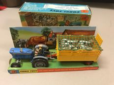 Corgi Toys - Scale unknown - Gift Set no. 1 Ford 5000 Super Major Tractor