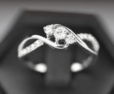 14k White Gold 0.37ct Diamond Ring - size N , 14 ,54 , Weight 2.8grms