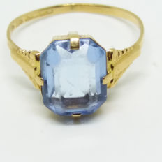 Delicate vintage 18K 750 solid gold ring with aquamarine coloured spinel stone, Sweden, K&E Carlsson, Sweden, 1932