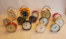 Collection of 14 alarm clocks, all alarm clocks have a mechanical wind up (no batteries)