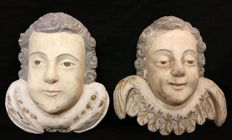 Pair of lacquered Cherubs, hand carved in pine wood -Italy, Venice - 1800s