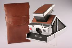 Polaroid SX-70 Land camera with bag
