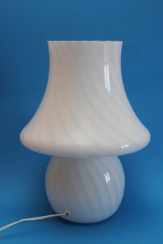 Murano (attribution) Splendid table lamp in artistic opaline white glass with a hand blown twist design