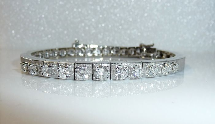 Diamond bracelet made of 18 kt / 750 white gold with 1.3 ct of brilliant-cut diamonds G / VVS - wearable length 18.7 cm