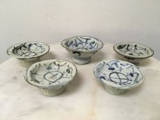 Lot with 5 B/W Porcelain offering trays/bowls - China - 19th century.