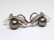 Earrings 18 kt white gold and 8.80 g with diamonds of 0.14 ct in total - pearls diameter 9 mm