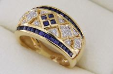 18 kt gold ring with SAPPHIRES and diamonds - Ring size 52