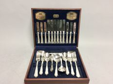 Silver plated cutlery for 6 people, classic design, in wooden crate, total of 44 parts, Viners, Sheffield, England, ca. 1955