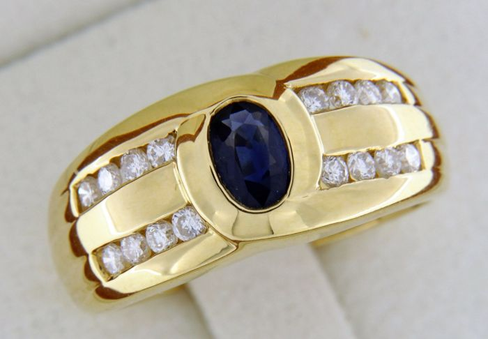 Ring in 18 kt yellow gold sapphire and diamonds - Size: 56