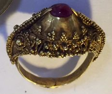 Original gold Javanese ring from around 1900 with a ruby (Dutch East Indies).