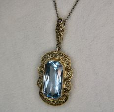 Ca. 1930 Art Déco exquisite handmade pendant with a beautiful scissor cut Aquamarine coloured spinel approx. 16x8,3mm. and Sterling silver chain.