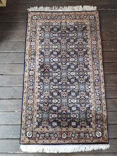 Herati carpet, hand-knotted, 166 cm x 97 cm, in good condition.