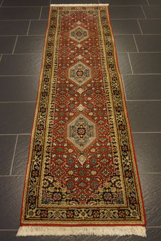 Distinguished hand-woven oriental carpet, Indo Bidjar Herati 75 x 245 cm, made in India at the end of the 20th century