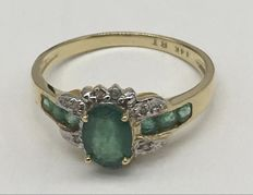 14kt Gold Ring  Emerald  And Diamonds  0.03 ct  - Ring Size: US 7