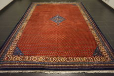 Magnificent hand-knotted oriental palace carpet, Sarouk Mir with medallion, 250 x 350 cm, made in India, great highland wool