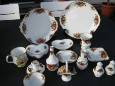 Royal Albert Old Country Roses lot van 15 serviesdelen