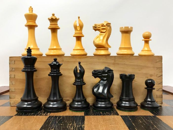Staunton 6 luxury chess of ebony with box