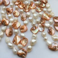 Necklace of cultivated freshwater pearls and pearl shell, 211 cm