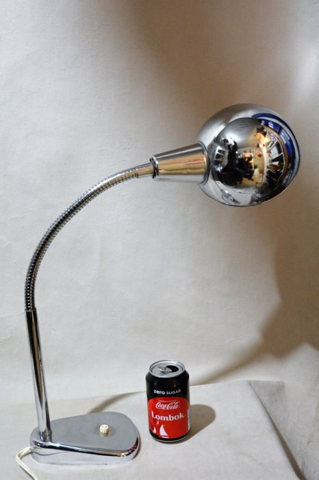 Unknown designer - Big articulated desk lamp. Chrome-plated metal