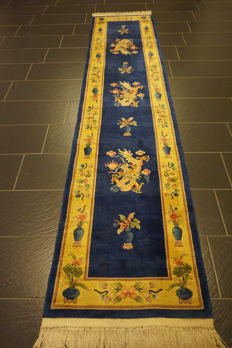 Beautiful hand-knotted Chinese Art Deco carpet, made in China, 70 x 340 cm
