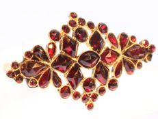 Antique late Victorian brooch with garnet flowers, anno 1900
