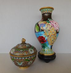 Lot of cloisonne vase, on a wooden base, with peacocks and champleve style ginger jar - China - second half 20th century