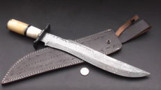 Handmade, very long (46 cm) and sturdy Damask knife (662 grams) - Handle of camel bone - with leather sheath - 200+ layers of Damask steel - **No Reserve Price**