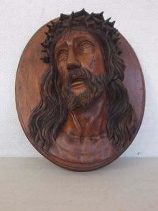 Antique beechwood plaque depicting the dying face of Christ crowned with thorns - Italy - mid-20th century