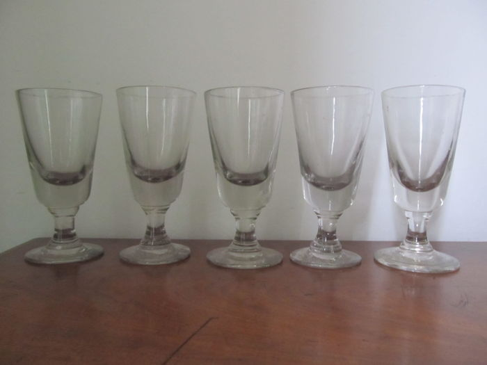 5 French bistro glasses ca. 1920