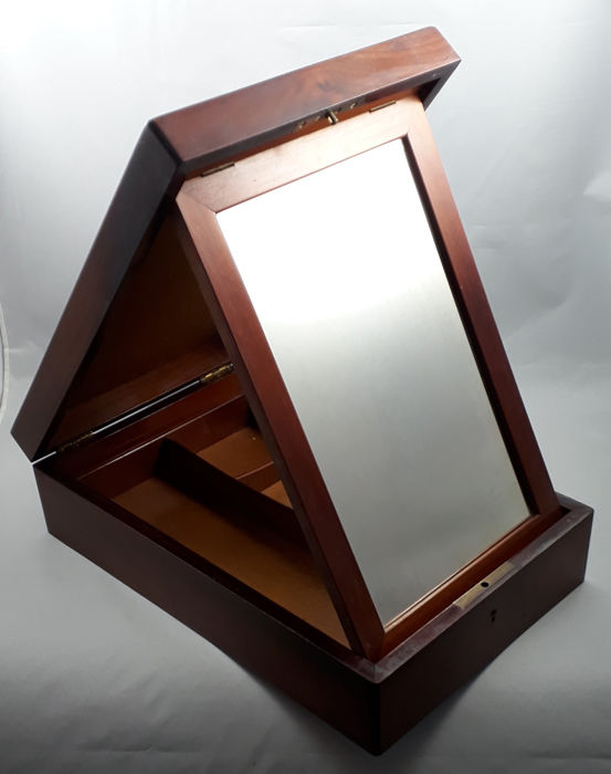 A rare late Victorian Gentleman's mahogany shaving box with mirror - England - Ca. 1900
