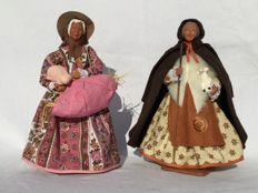 Two beautiful old authentic Santons figurines - Nativity scene figurines - Woman with a piglet and shepherdess - Santons Yolande France
