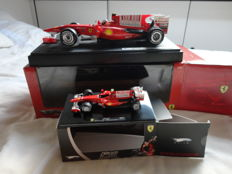 Hot Wheels - Scale 1/18-1/43 - Lo with 2 x Ferrari F10 - 2010 Bahrain Gp - Fernando Alonso