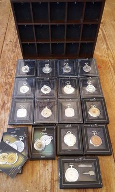 Lot of 15 Atlas Editions Heritage Collection - Pocket watches - handwinders - with original wooden wall holder