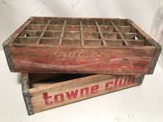 Two vintage crates from the United States, Coca-Cola / Towne Club Beverages (rare) - from the 1970s