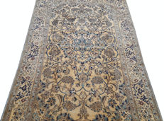 Beatiful and Unique Hand Knotted Iranian Vintage Nain Carpet Rug 210 cm x 124 cm